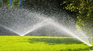 Полив автоматической системой газона сада огорода теплицы